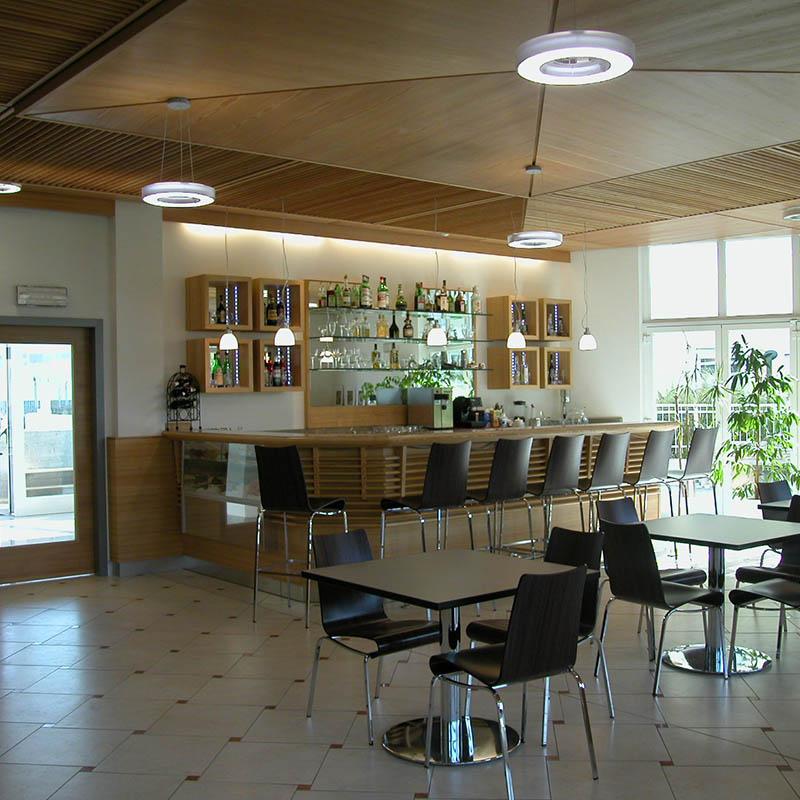 Eine Lärchenbar für die Hotelfachschule Bruneck