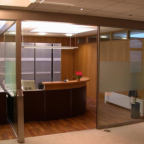 Wir sind eine Bank: Eine Schalterhalle für die Raiffeisenkasse Klobenstein